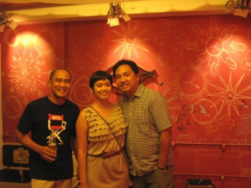 L-R: Bong Salaveria, Mrs Travelomo and Mr Travelomo
